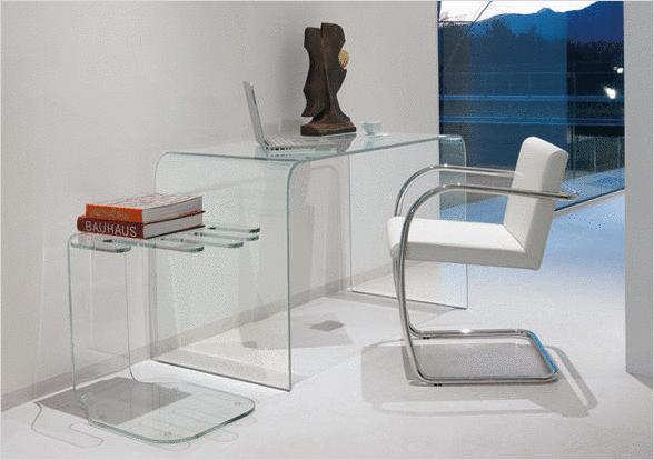 Les bureaux en verre un design aux nombreux avantages for Plaque de bureau en verre