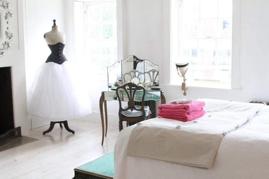 la coiffeuse meuble raffin synonyme de f minit. Black Bedroom Furniture Sets. Home Design Ideas