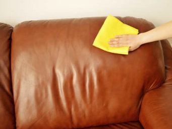 Entretenir le cuir de son fauteuil ou de son canapé.