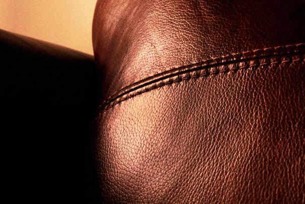 Entretenir le cuir de son fauteuil ou de son canap - Produit d entretien canape cuir ...