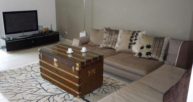 La malle, meuble de rangement, oui mais pas que -> Table Basse Malle Bois