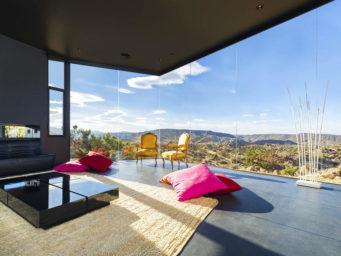 The Black Desert House: une résidence minimaliste mais imposante.