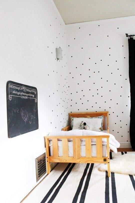 comment optimiser l 39 espace dans une petite chambre. Black Bedroom Furniture Sets. Home Design Ideas