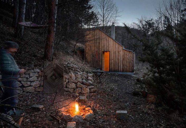 toms-hut-an-austrian-cabin-in-the-woods-1-1024x706