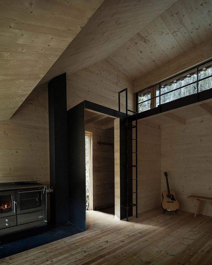toms-hut-an-austrian-cabin-in-the-woods-10-1024x1283