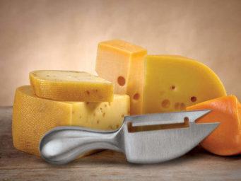 Choisir le bon couteau à fromage : mode d'emploi