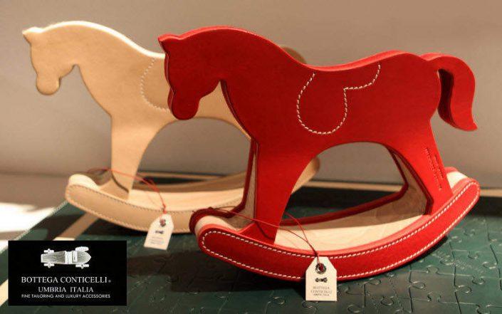 le cheval bascule quoi de nouveau cette saison. Black Bedroom Furniture Sets. Home Design Ideas
