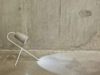Lampe de table et béton : l'assemblage audacieux de Levi Robb