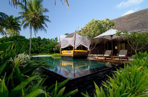 reethi-rah-maldives-hotel-luxe-design-600x397