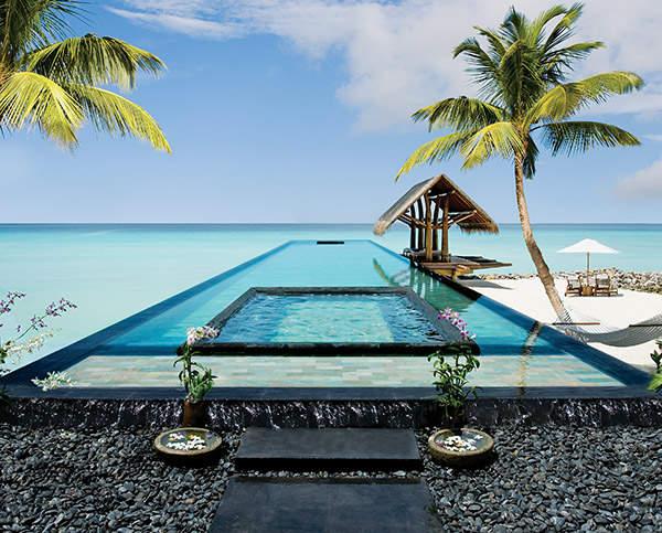 reethi-rah-maldives-hotel-luxe-design-piscine-lune-de-miel