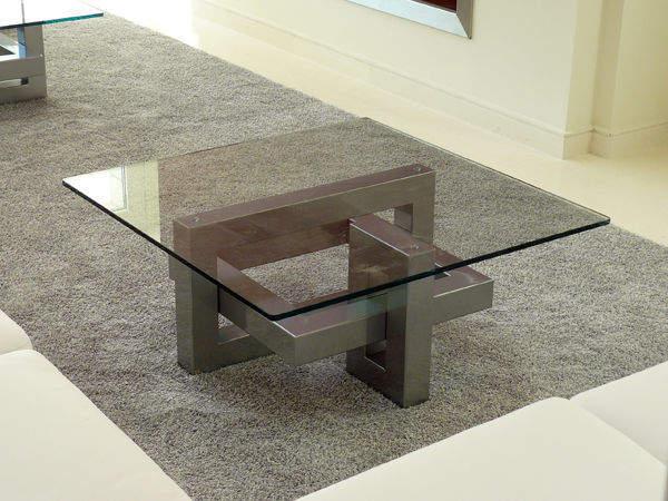 5 tables basses carr es pour am liorer la d coration de son salon. Black Bedroom Furniture Sets. Home Design Ideas