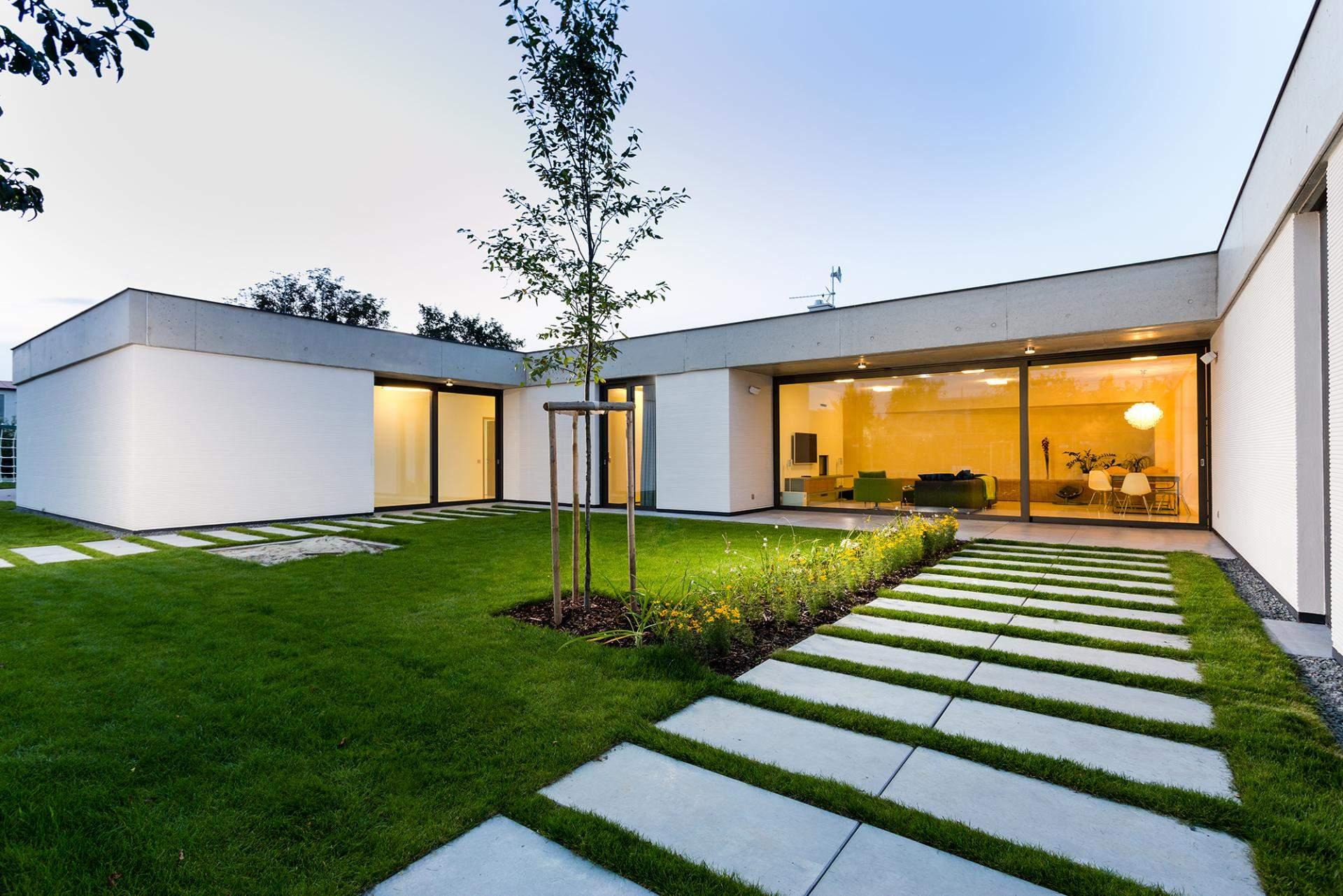 Villa familiale en r publique tch que for L architecture moderne des villa