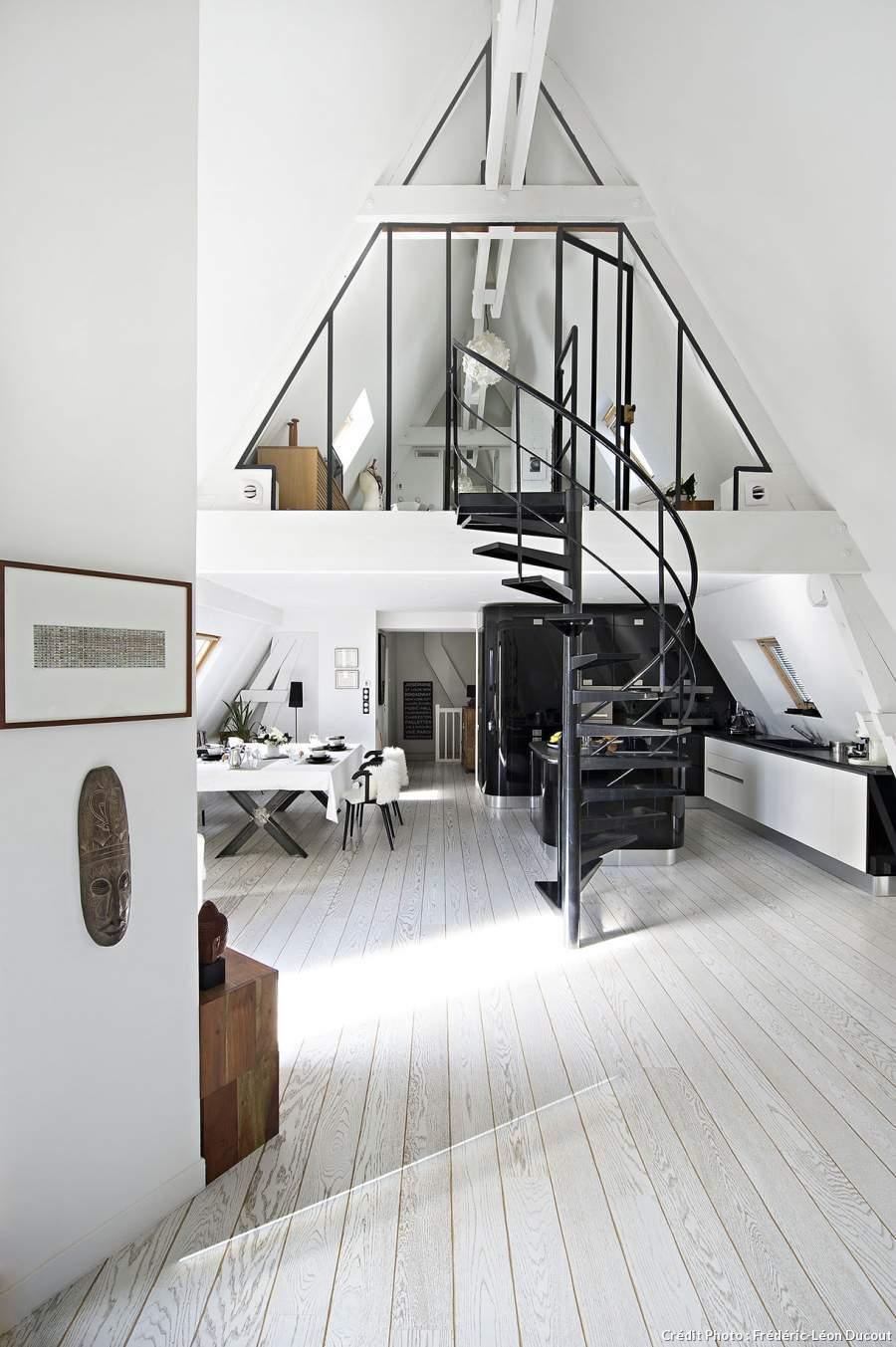 mezzanine-sous-les-toits-gain-de-place-chic-et-pratique