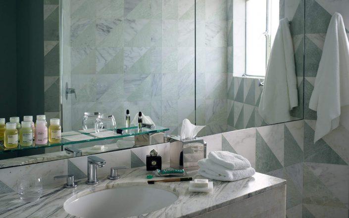 avalon-bh-rooms-bathroom2