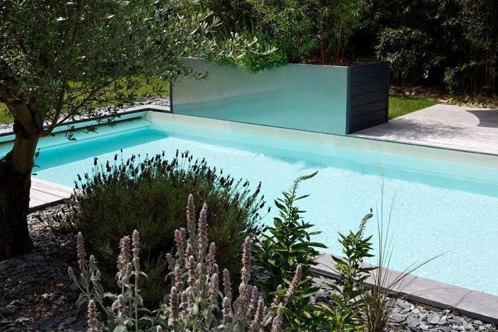 10 accessoires indispensables pour la piscine for Accessoire piscine deco