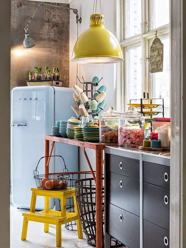 R frig rateur smeg l 39 objet d co de la cuisine for Interieur frigo smeg