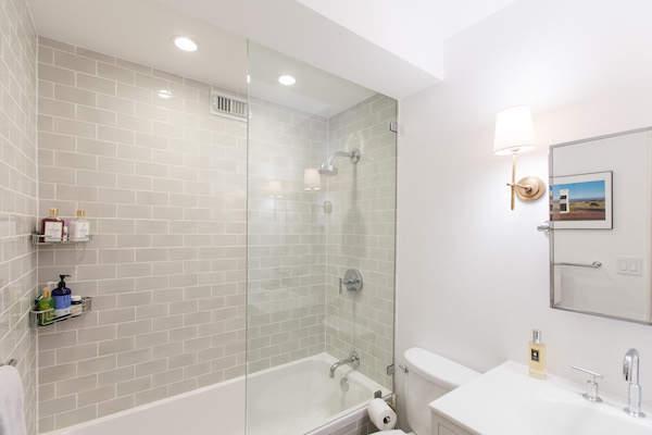 Une salle de bain plus épurée