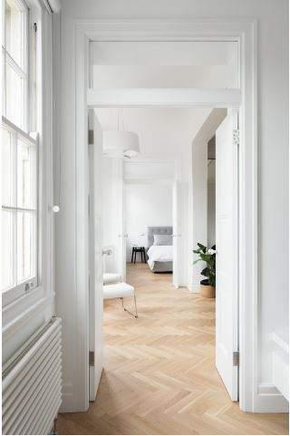 Un couloir spacieux et lumineux
