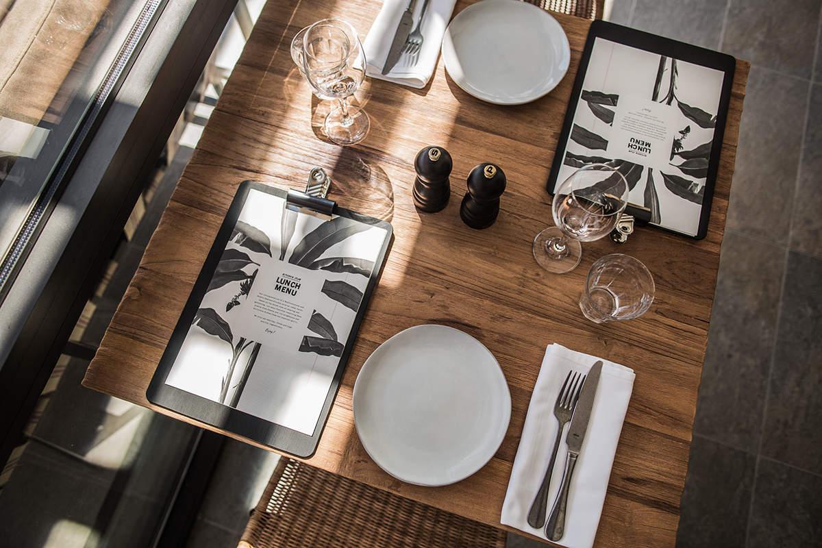 Un côté table chaleureux