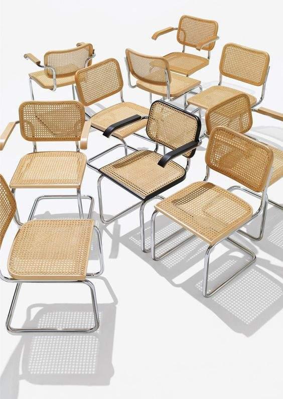 Des chaises en couleur