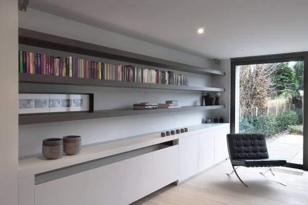 grand-radiateur_cache_dans_un_meuble_tout_en_longueur