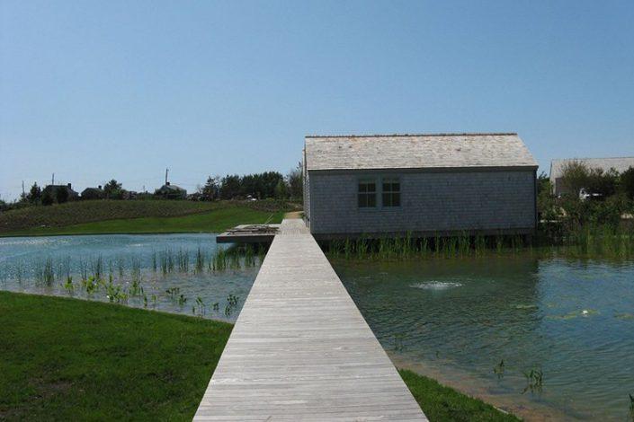 autre point de vue du chef oeuvre piscine ecologique USA
