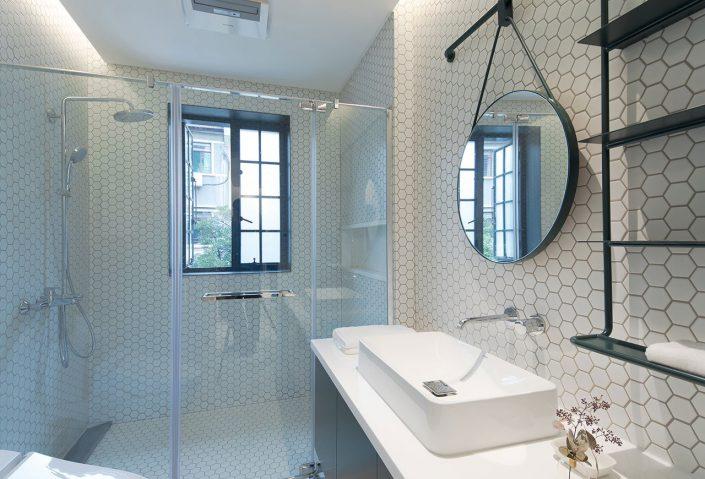 mosaique hexagonale et style industriel pour la maison familiale