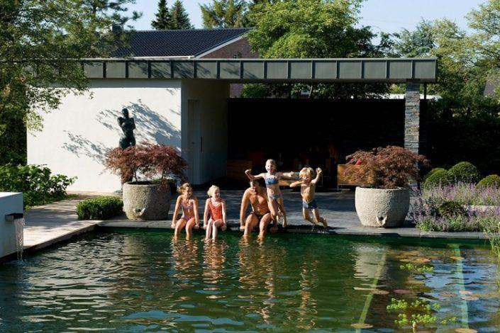 piscine dans oeuvre d'art