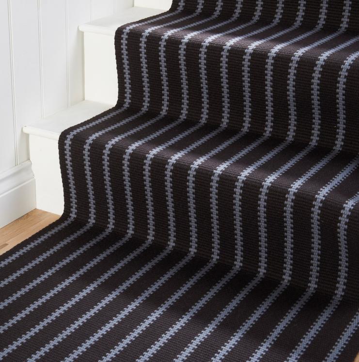 tapis pour escalier avec rayures blanches crenelées