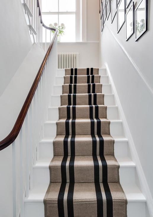 tapis pour escalier avec rayure noire