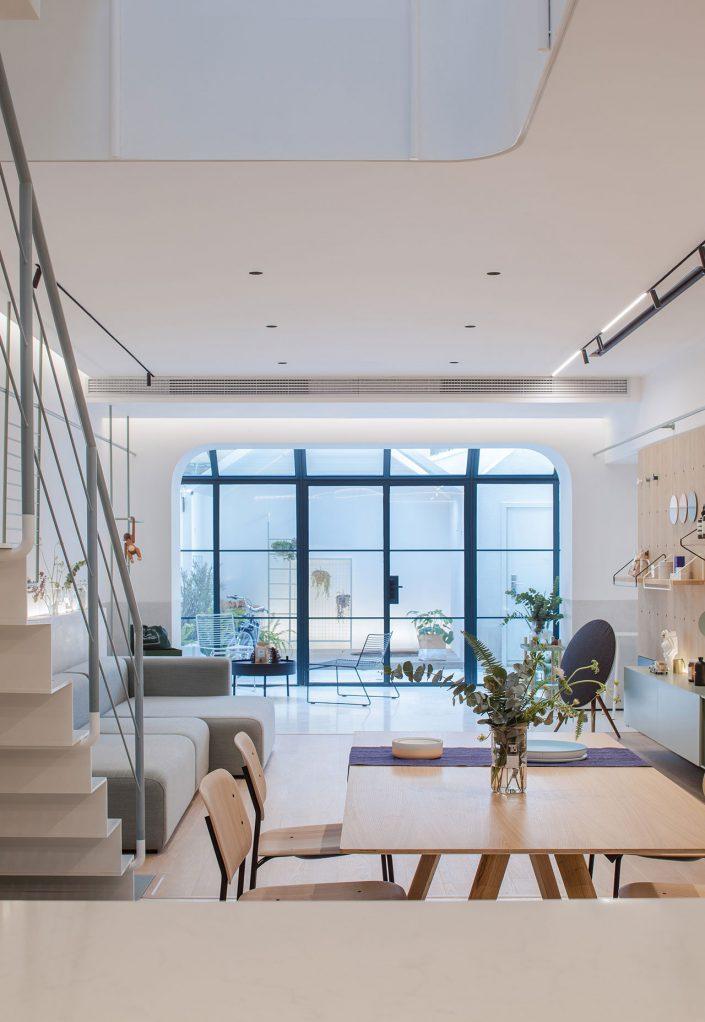 visite une maison modulable et minimaliste en plein shanghai. Black Bedroom Furniture Sets. Home Design Ideas