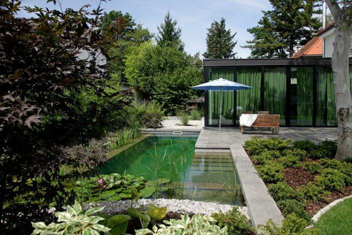 vue de la piscine a la note japonaise