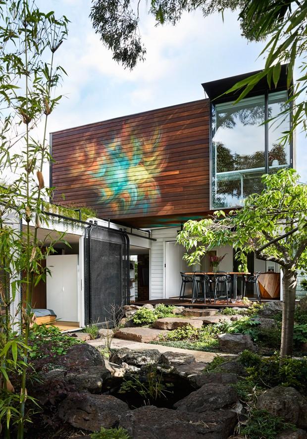 facade exterieur depuis le jardin de l'entree