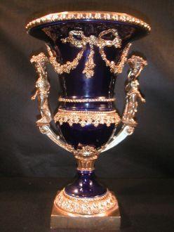 vase Bleu de four sur le modele des appartements de la Reine a Versailles