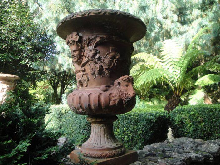 vase medicis en fonte avec moulures