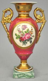 vase medicis rose avec anses dorees et decor floral