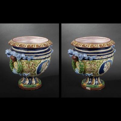 vase medicis style empire avec de la couleur, des moulures et une forme originale