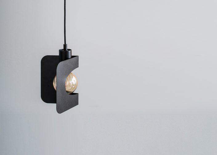 Luminaire suspendu en forme d'angle