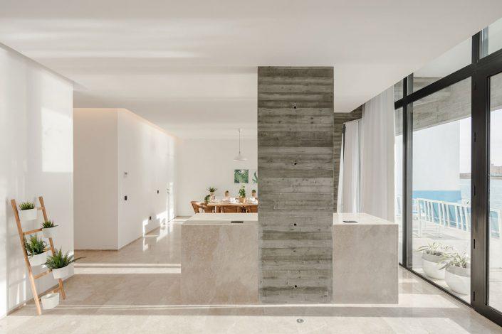Materiaux lisses avec de la pierre, marbre et mur blancs pour l'interieur