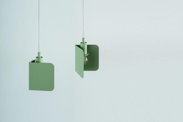 Plusieurs corner lamp donnent un aspect moderne a votre interieur