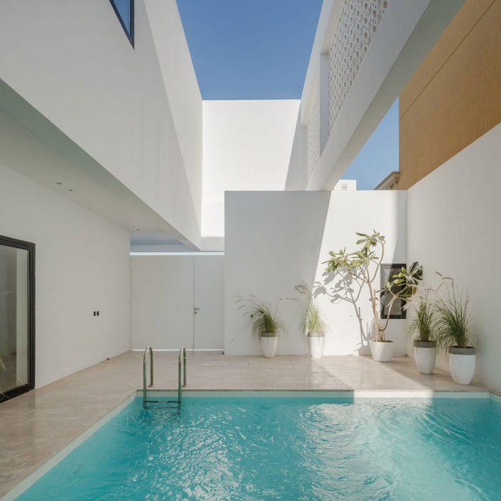 Une piscine a l'ombre pour se proteger d'un soleil trop ardent