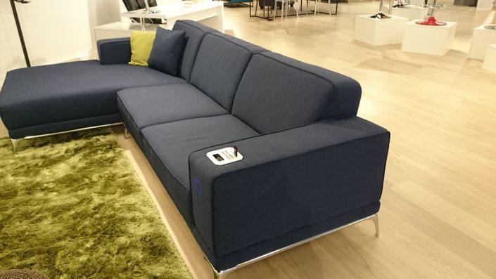 canapé 5 places pour maison domotique Miliboo Connected furniture