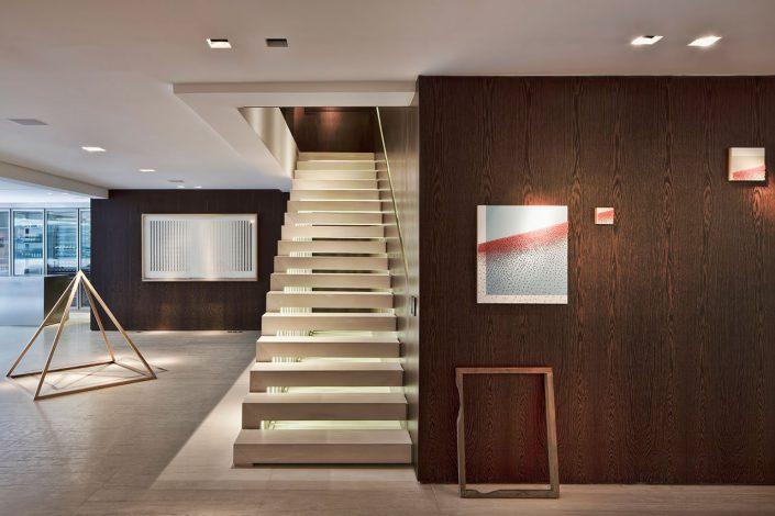 les escaliers pour acceder au second niveau