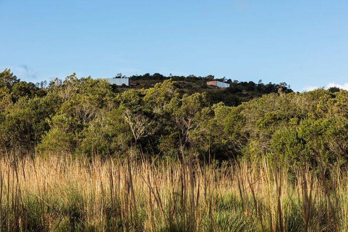 2 cabines perchées en hauteur sur un mont de la sierra de Maldonado