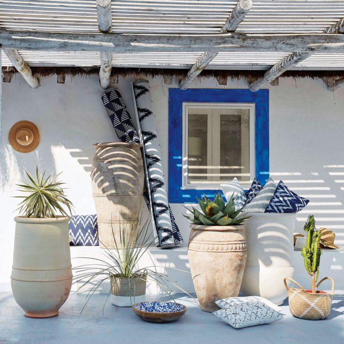 Coussins Naxos dans un décor extérieur