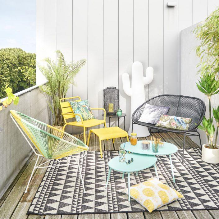 Un salon d'extérieur sur un balcon avec canapé Copacabana