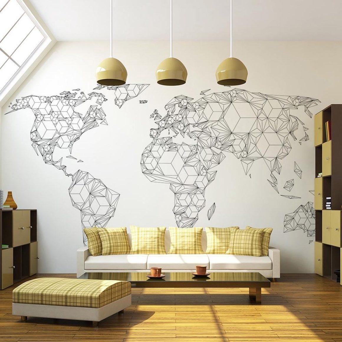 carte du monde géométrique salon jaune mur design