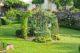 Sélection des 6 gloriettes métalliques ou en bois à découvrir pour un jardin chic et poétique